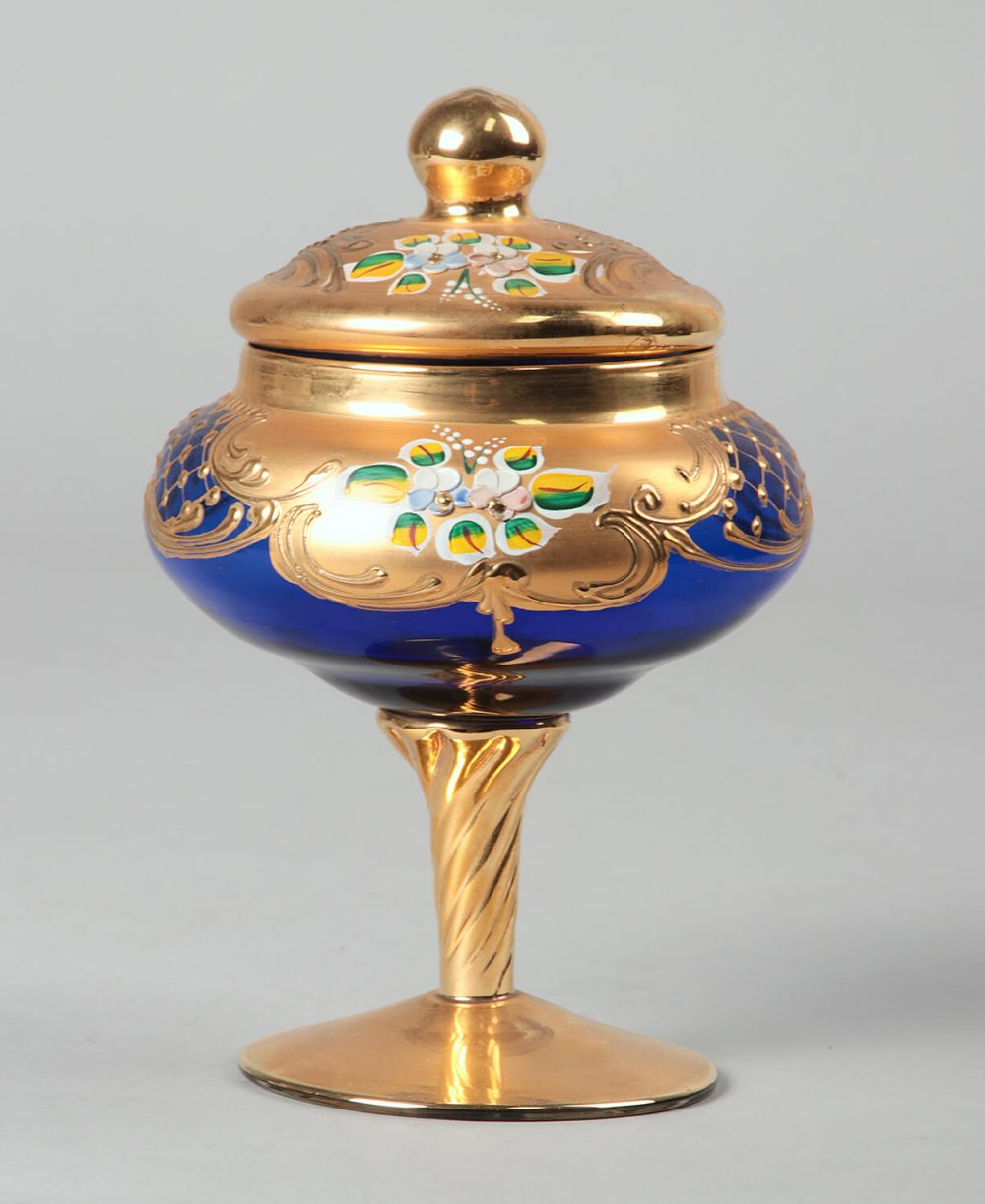 Bonbon chocolate bowl with lid, gilded